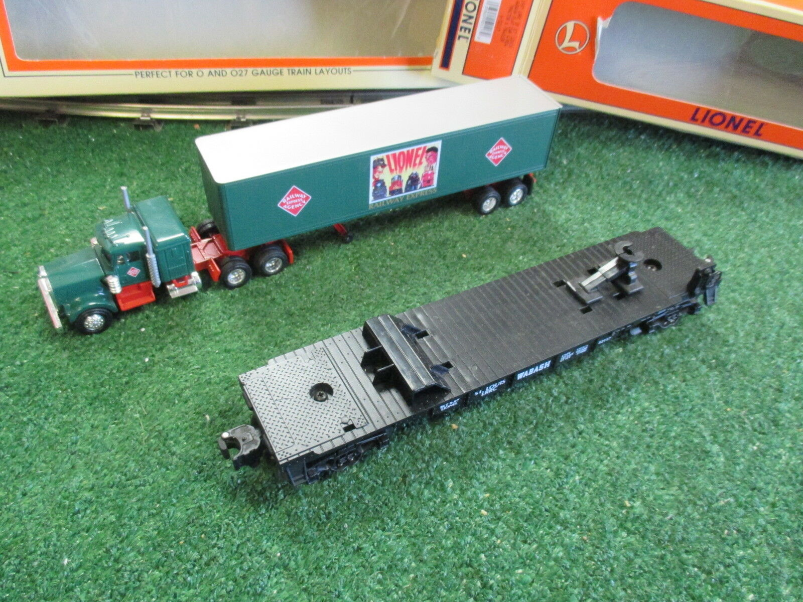 LIONEL 52117 LRRC OF ST LOUIS WABASH FLATCAR WITH REA TRACTOR AND TRAILER 1997