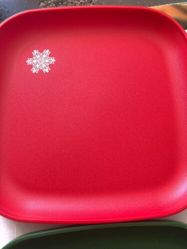 """LOT OF 4 RED /& GREEN TUPPERWARE HOLIDAY 8/"""" PLATES #1534 SNOWFLAKES /& DOVES"""