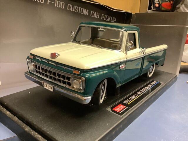 1965 Ford f100 pickup truck Green w/white  1:18 SunStar 1274
