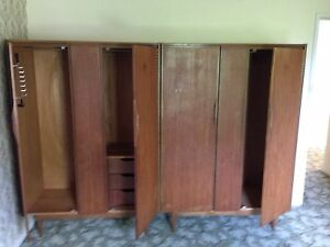 2-X-Old-Style-Hardwood-Cupboards-Used-Excellent-Quality