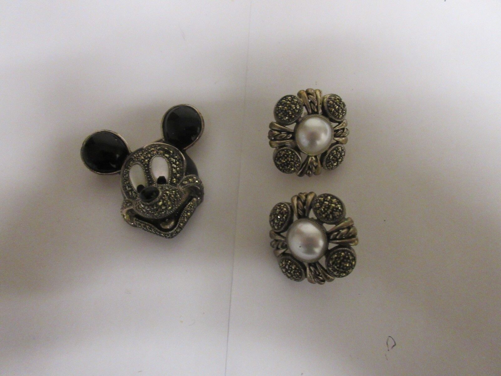 Costume Jewelry , Vintage , Mickey Mouse , Pin & Earrin