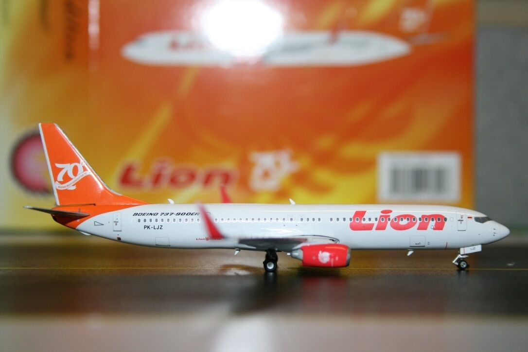 Phoenix 1 400 Lion Air Boeing 737-900 PK-LJZ '70th 737' (PH11310) Model Plane