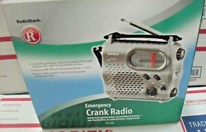 Radio-Shack-20-238-Emergency-Crank-Radio-Flashlight-Generator-powered-USB-Rechar