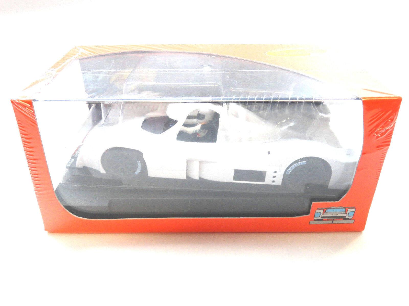 Slot It Un-Painted Lola Aston Martin DBR1 - Angle Motor 1 32 slot Car CA31Z1
