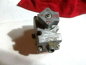 New-Honeywell-Gas-Valve-C586A1325-4-Not-In-Box