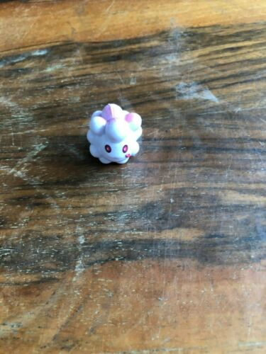 Swirlix Mini Figure Pokemon