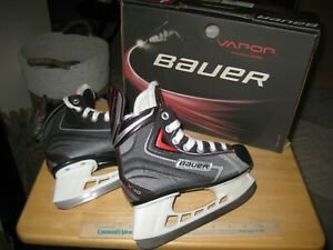 Bauer-Vapor-X30-13Y-Youth-Ice-Hockey-Skates-with-Original-Box-Worn-Twice