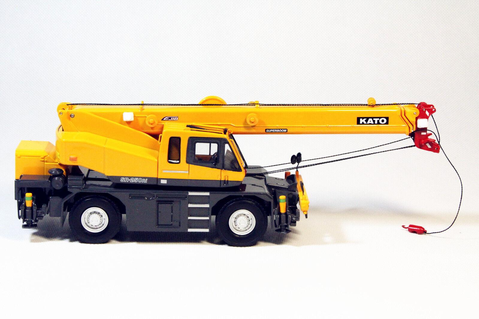 1 50 KATO SR-250Ri Premium Roughter Rough Terrain Off-road Crane DieCast Model