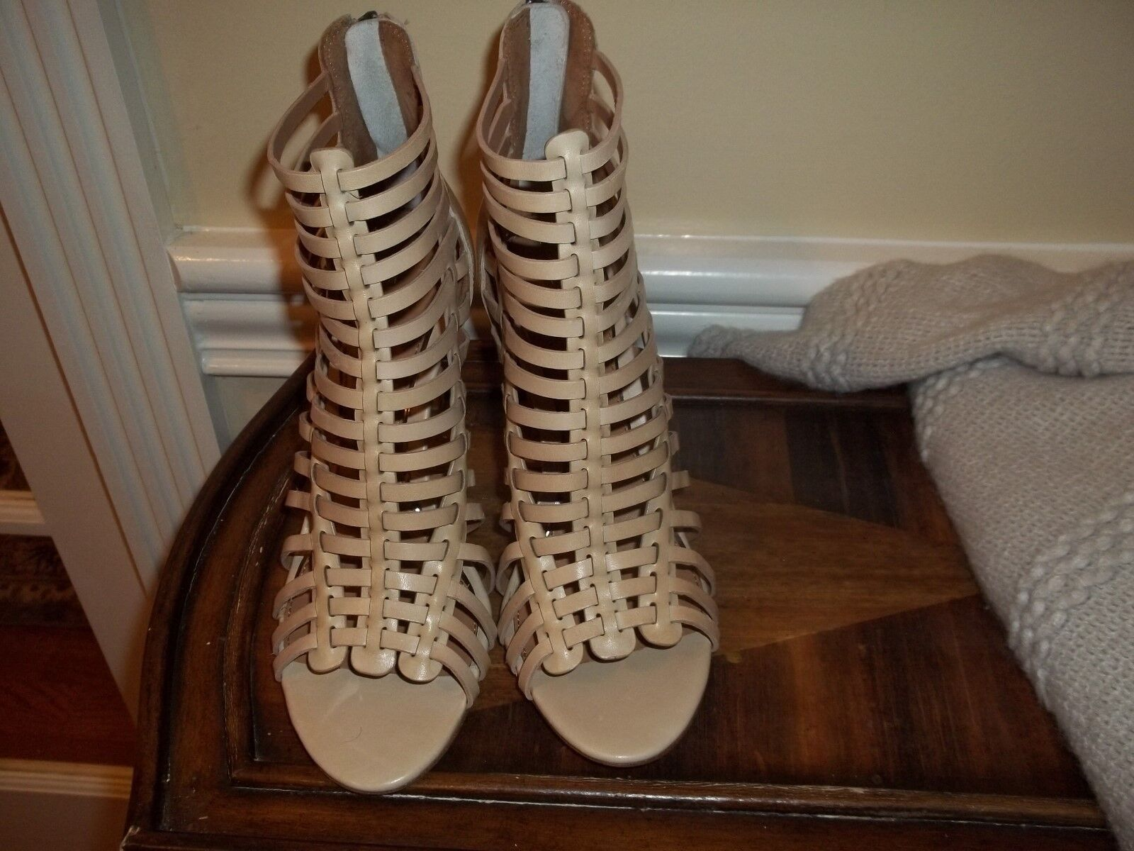 New Elie Tahari Tahari Tahari Natural Leather Strappy High Heel shoes 6.5 (36.5 Euro) 92eea7