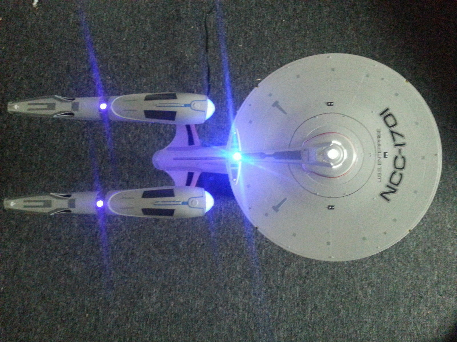 Star Trek USS Enterprise 2009 Revell model kit incl LED lighting kit
