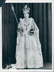 1953 Press Photo Her Majesty Queen Elizabeth Gown Crown ...