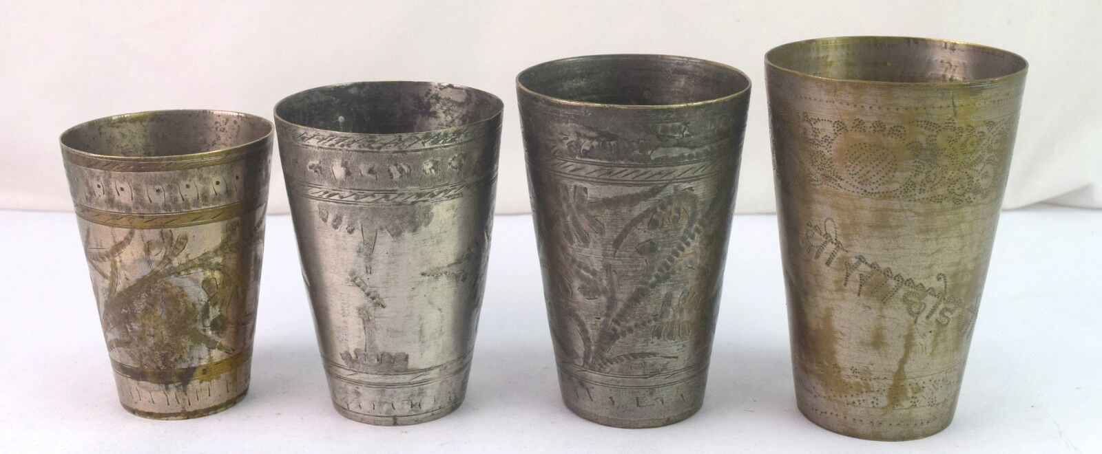 INDIEN ancien lot de laiton Lassi Tasse Vintage Collectible Floral Design. G66-459 US