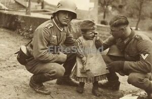 WW2-Photo-Two-Wehrmacht-soldiers-comfort-a-crying-Ukrainian-girl-619