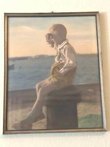 Altes-coloriertes-Foto-gerahmt-1934-Junge-am-Hafen-in-Wismar-Hans-Albers