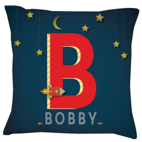 Espace de nom ROCKET Garçons coussin personnalisé lettre initiale|bleu bébé étoiles