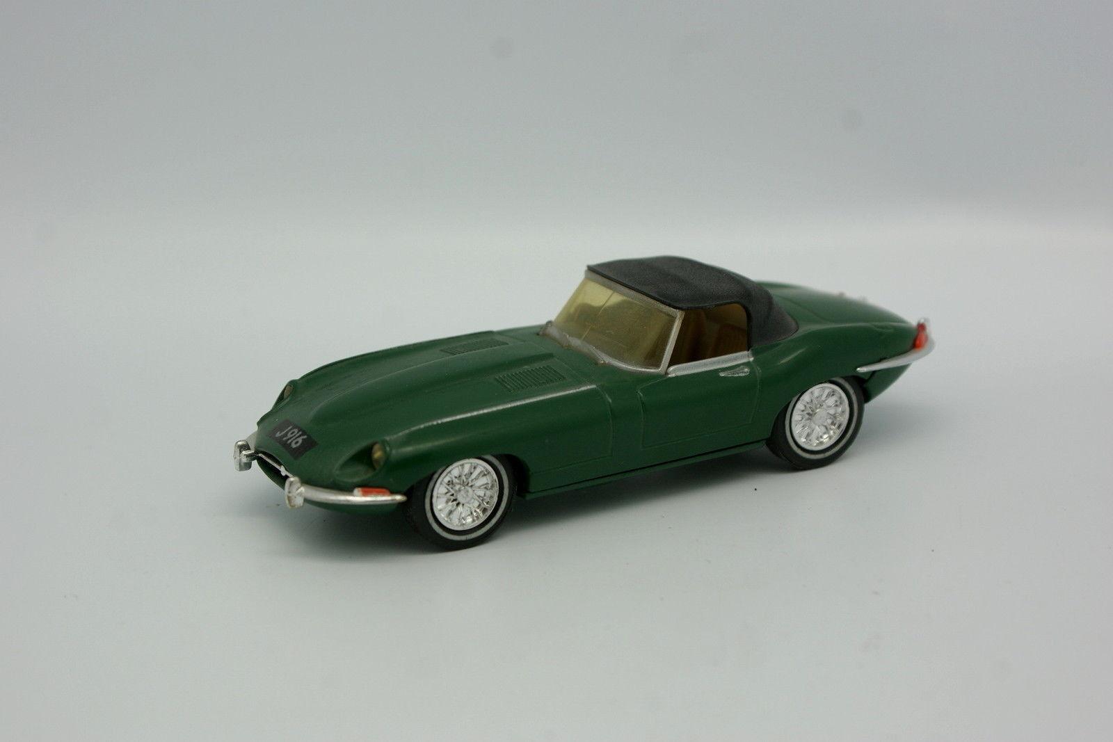 Dinky Matchbox SB 1 43 - Jaguar Type E Green