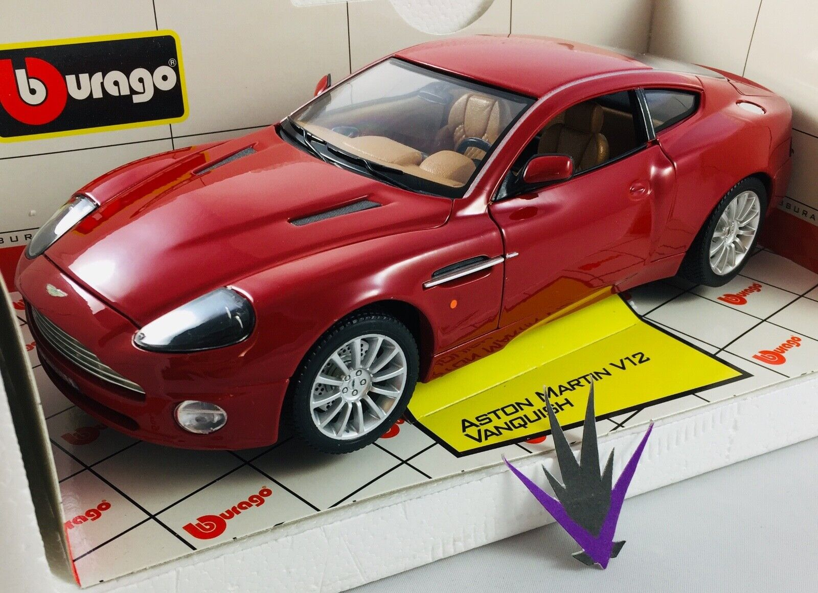 Bburago Aston Iron Hammer Wedges V12 Vanquish 1 18 with Box