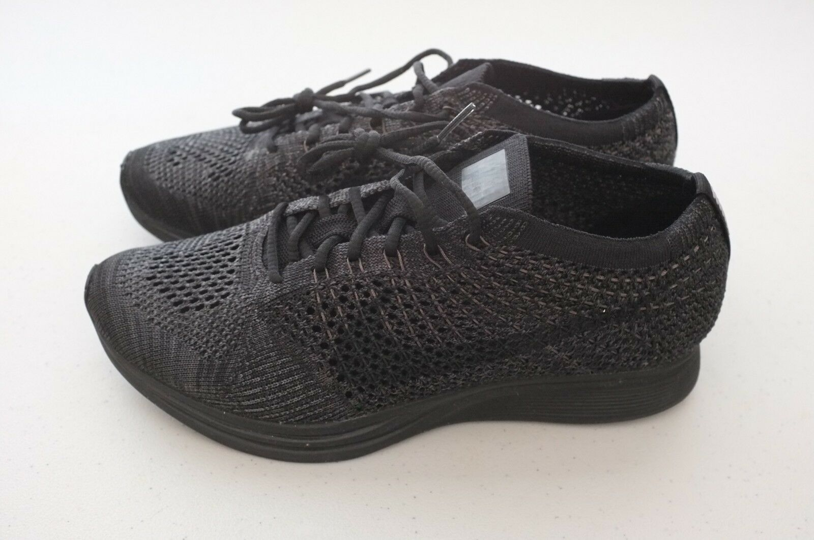 NEW Nike Mens Flyknit Racer Running shoes Triple Black Sz 7.5 (526628-009)