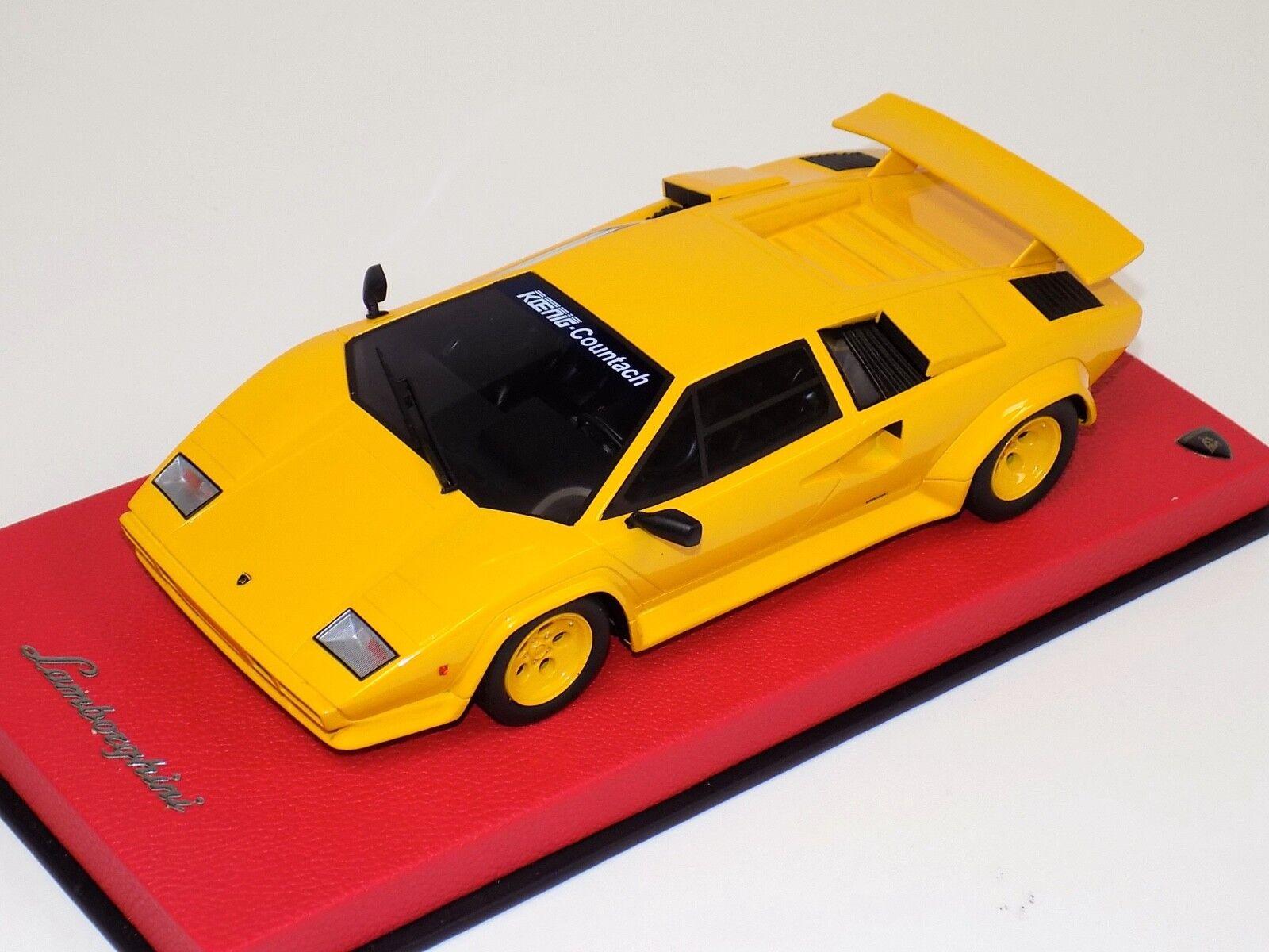 GT Spirit Lamborghini Countach Koenig en amarillo sobre base de cuero KJ010