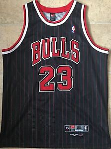premium selection 9b393 6dc60 Nike Authentic Chicago Bulls Michael Jordan Jersey (Size 52 ...