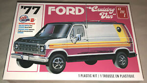 AMT-1977-Ford-Cruising-Van-1-25-scale-model-car-kit-new-1108