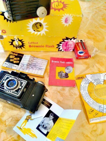 DernièRe Collection De Appareil Photo Fex Et Coffret Flash Brownie Kodack Avec Ampoules Et Notices