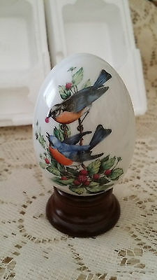 VINTAGE PORCELAIN AVON EGG SUMMER'S SONG IS WARM AND BRIGHT BIRD