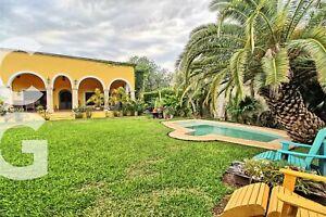 Casa en Venta en Cancun en Alamos I con Alberca y 3 Recamaras