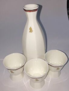 A-Beautiful-Set-Of-Singapore-Airline-Sake-Bottle-And-Sake-Cup-2