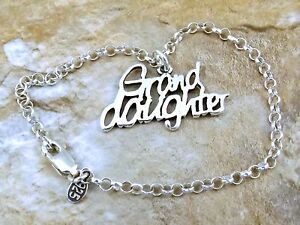 Sterling-Silver-034-Grand-Daughter-034-Charm-on-a-Sterling-Silver-Rolo-Bracelet-0926