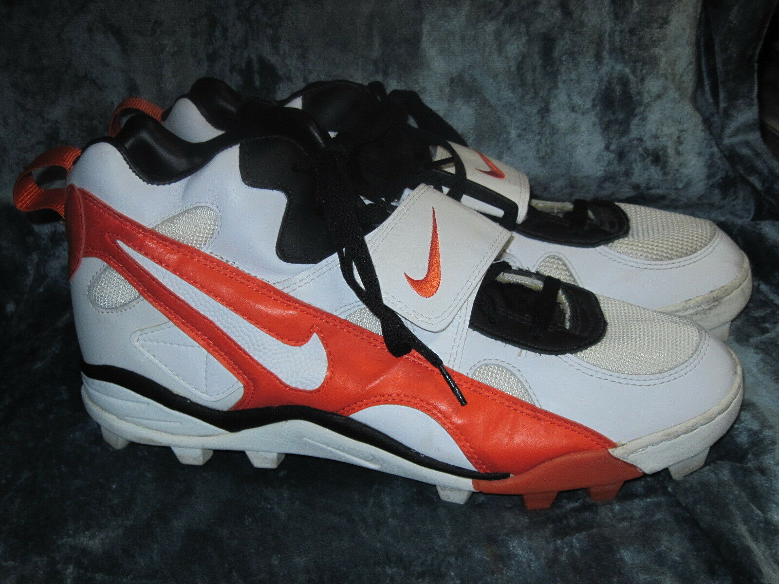 Wild casual shoes NIKE Air CLEATS WHITE ORANGE & BLACK SNEAKERS 42101411200 Price reduction