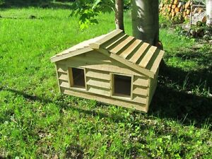 small duplex insulated cedar cat house shelter ebay. Black Bedroom Furniture Sets. Home Design Ideas