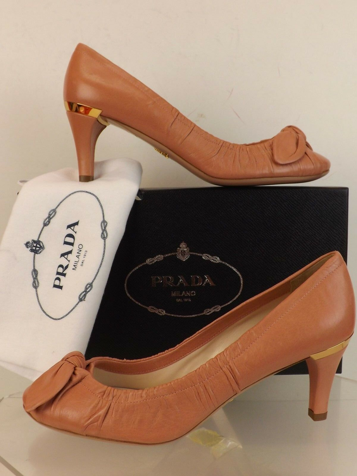 NIB PRADA PALE PINK WASHED LEATHER BOW MID HEEL gold PLATE LOGO CLASSIC PUMPS 40