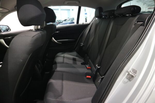 BMW 118i 1,5 Connected aut. billede 10