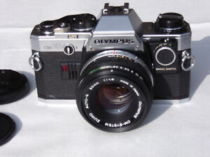 Olympus OM 10 avec objectif Zuiko 50 mm f 1.8
