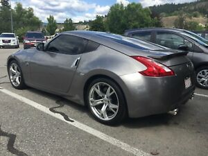 2009 Nissan 370Z sport touring 6spd low km