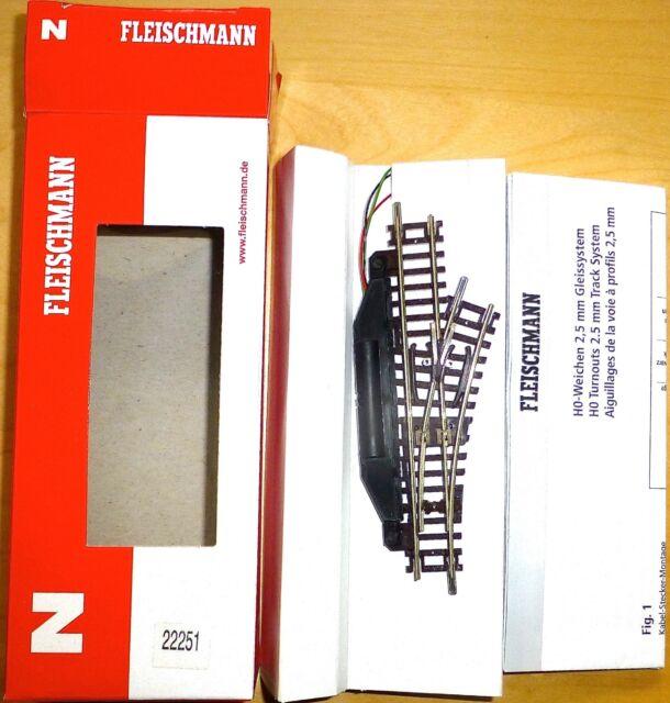 Elektrische Weiche rechts 24° Fleischmann 22251 N 1:160 OVP NEU µ *