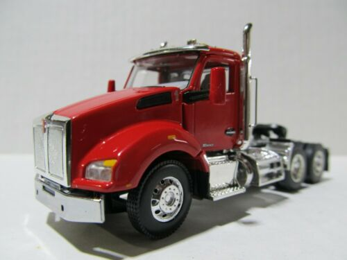 FIRST GEAR 1//64 SCALE T880 KENWORTH DAY CAB RED /& CHROME GRAY ENGINE DCP