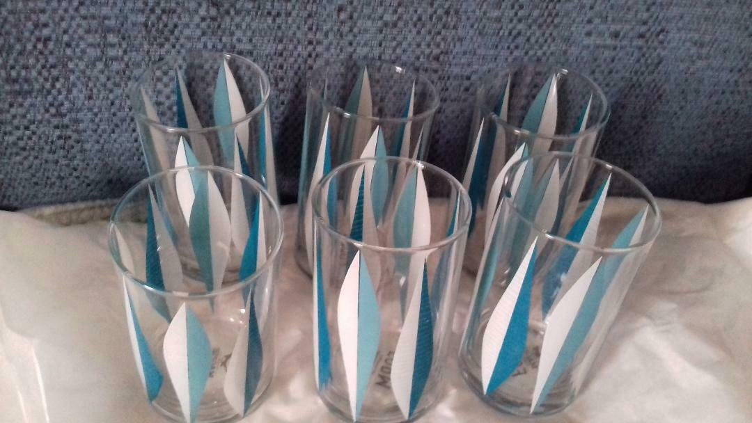 Boxed set of 6 retro style bluee drinking glasses - brand new