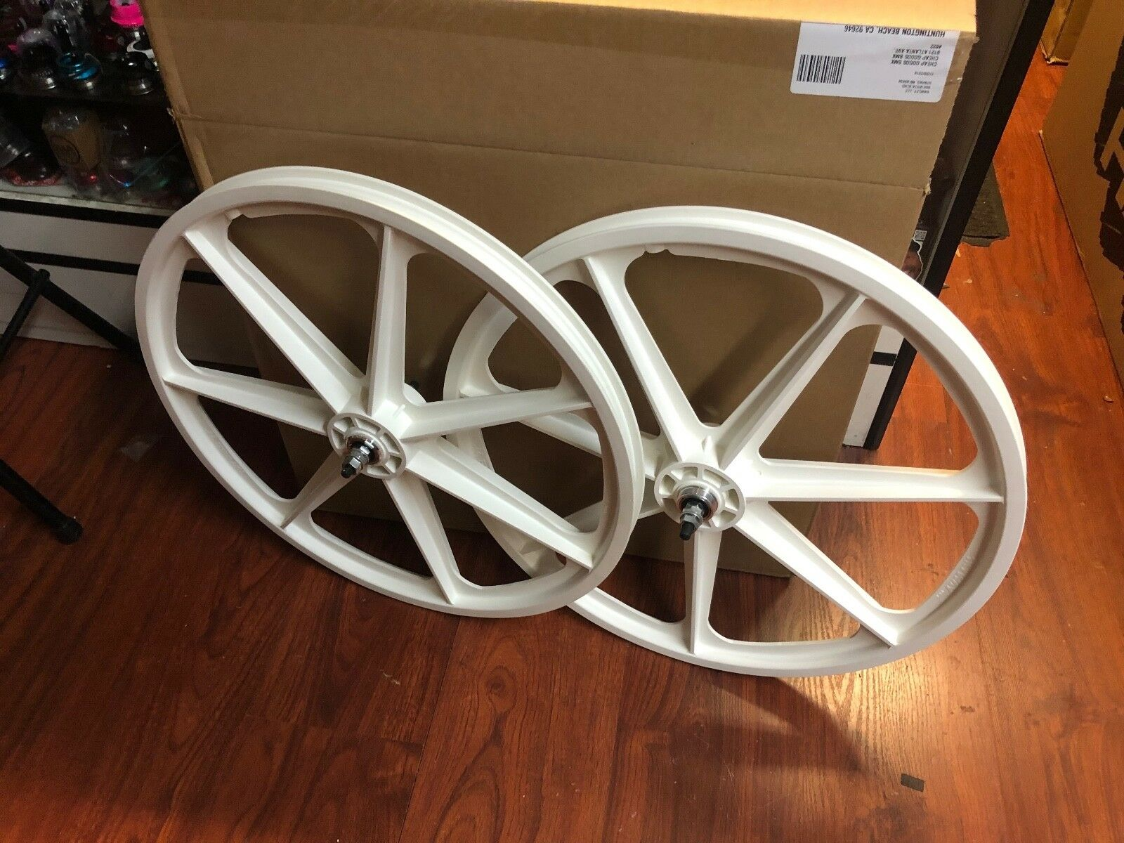 SKYWAY 24 INCH TUFF MAG WHEEL SET WHITE  BMX BIKE TUFFS MAGS WHEELS RETRO 24