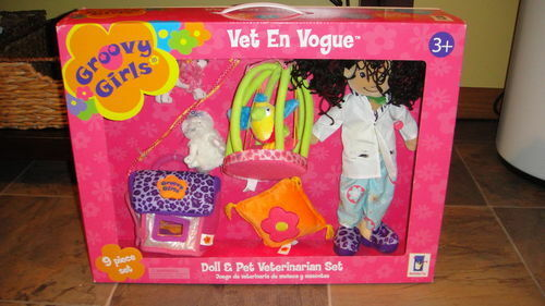 NEW NIB GROOVY GIRLS VET EN VOGUE VETERINARIAN SET