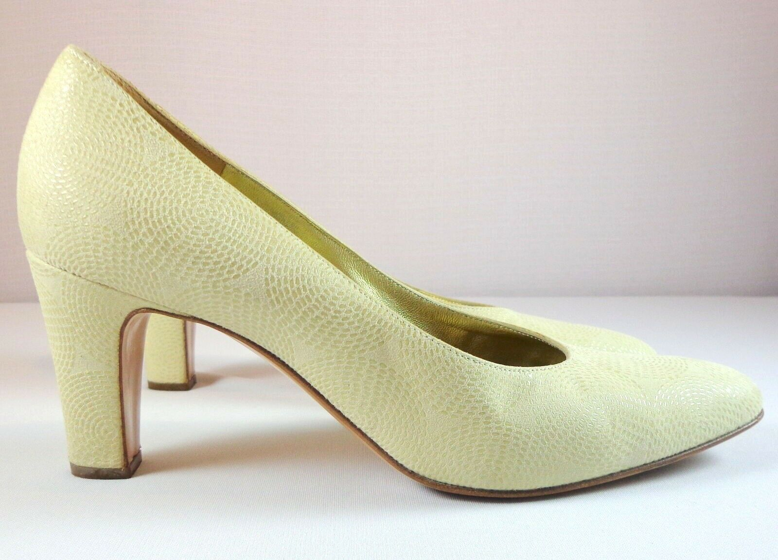 Bruno Magli Pumps Womens Beige Leather Heels Size 7.5 B Made in
