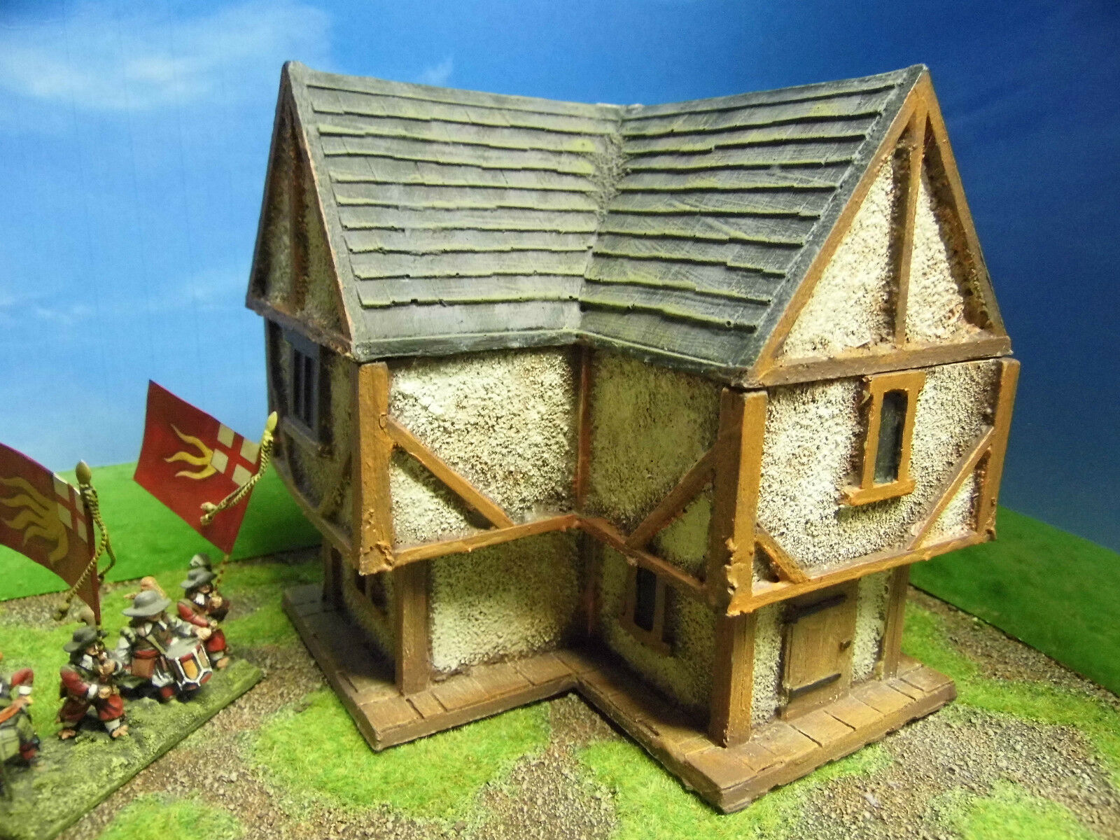 28MM PMC GAMES ME13 (PAINTED) TWO STOREY CORNER HOUSE SLATE ROOF - MEDIEVAL ECW