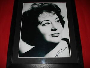 HATTIE-JACQUES-SIGNED-10X8-FRAMEDMOUNTED-PHOTO-carry-on