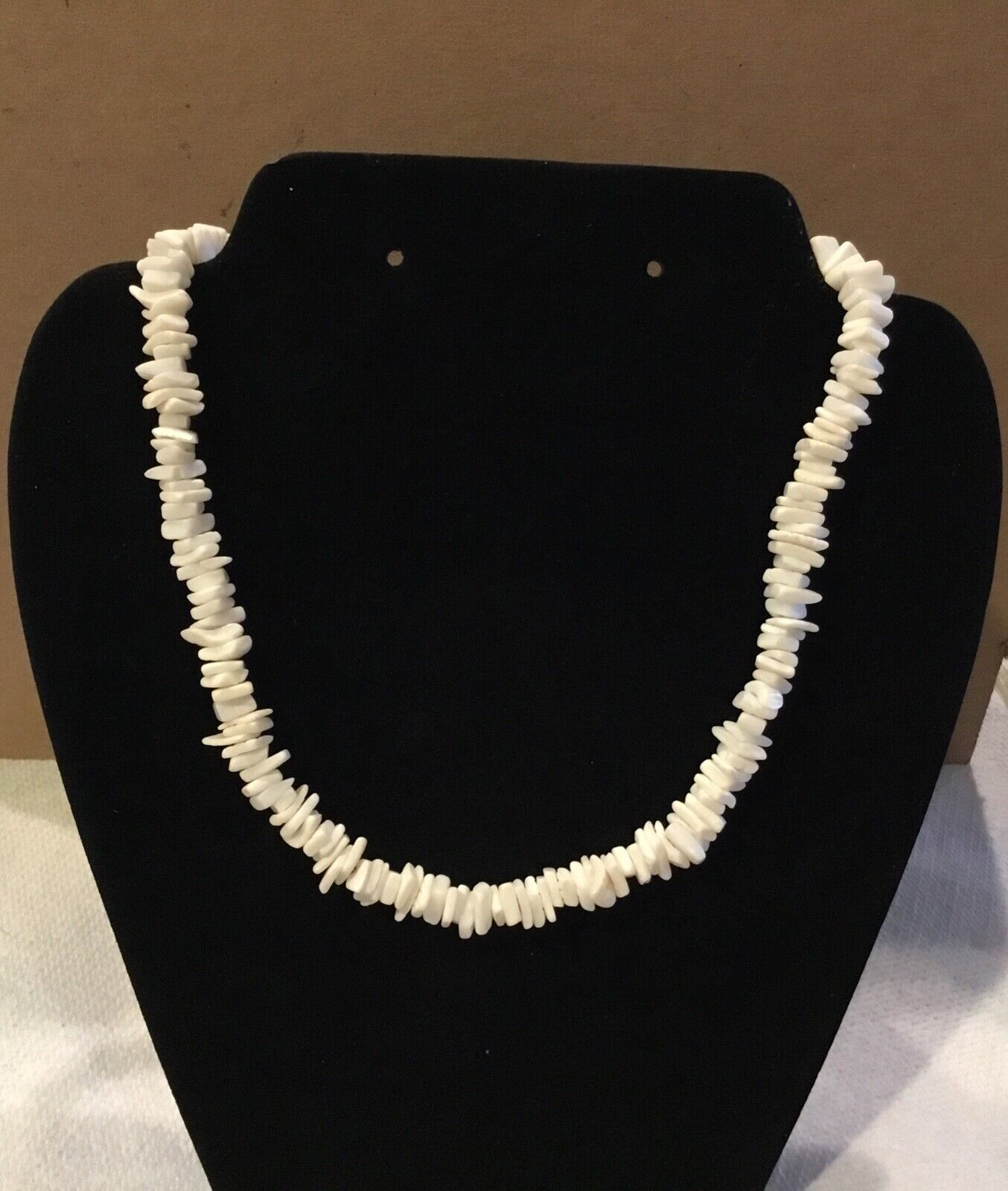 """Puma Shell Chipped Seashell Surfer Style 18"""" Screw Clasp Silver Tone A128"""