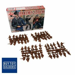 Policemen and Citizens - Red Box Miniatures - RB72037