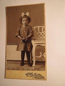 Stendal - stehendes Mädchen im Kleid mit Schleife im Haar - Ball Portrait / CDV - Laatzen, Deutschland - Stendal - stehendes Mädchen im Kleid mit Schleife im Haar - Ball Portrait / CDV - Laatzen, Deutschland