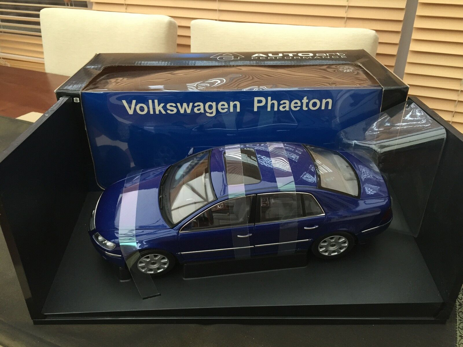 Autoart 1 18 Volkswagon Phaeton in splendida perla blu MOLTO RARO