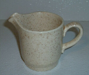 Homer-Laughlin-Creamer-STRAWBERRY-Vtg-3-75-034