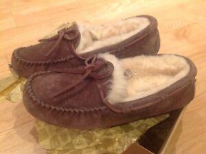 Brand-new-brown-UGG-AUSTRALIA-slippers
